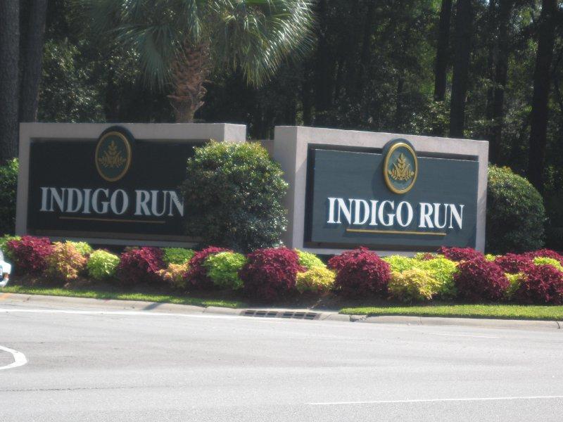 indigo-run-sign