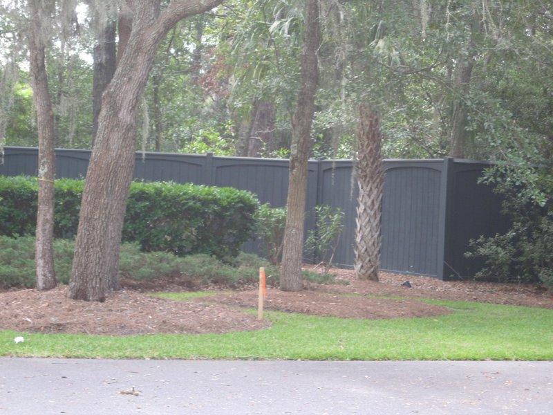 plantation-fence-repaint