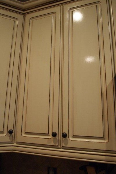 close-up-of-painted-glazed-cabinets